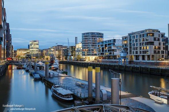 Von der Aussichtsplattform aus hat man einen tollen Blick auf den Traditionsschiffhafen in der HafenCity