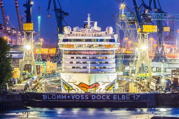 Schiff der Reederei AIDA im Dock
